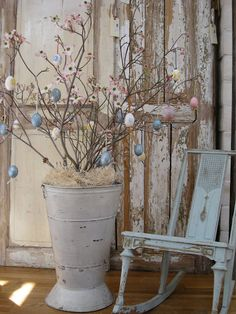Easter tree, would be nice in yellow and pale green too!