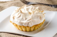 Lemon curd tartalette with meringue