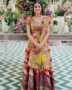 Mehendi Outfits, Indian Bridal Outfits, Pakistani Bridal Dresses, Indian Dresses, Bridal Sarees, Mehndi Function Dresses, Bollywood Fashion, Bollywood Saree, Saree Wedding