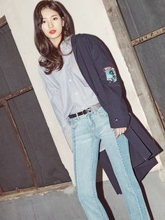 Suzy shows a variety of of styling by matching the hottest items with jeans…a long trench coat, a demin jacket and an off-the-shoulder blouse. This spring/summer collection of the total lifes… Jung So Min, Miss A Suzy, Demin Jacket, Bae Suzy, Korean Actresses, Korean Celebrities, Asian Style, Korean Style, Ulzzang Girl