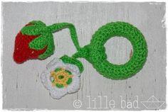 #Rassel/Rattle  - Greifling - #Erdbeere/Strawberry - gehäkelt von lille båd auf DaWanda.com