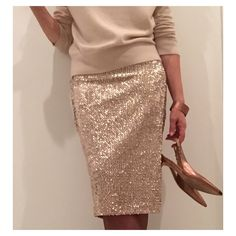 Tonight's Christmas outfit - drinks at the neighbours. Another stretch sequin Ultimate Pencil Skirt again worn with a cashmere crew, copper shoes and accessories 21st Birthday Outfits, Birthday Outfit For Women, Birthday Dresses, Bar Outfits, Skirt Outfits, Vegas Outfits, Club Outfits, Sequin Skirt Outfit, Sequined Skirt