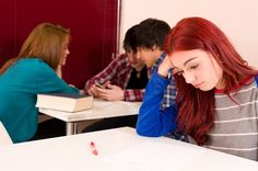Pentru a putea trata problemele de relationare la adolescenti este necesar sa identifici din timp cauzele si simptomele acestora. Afla cum poti ajuta copilul