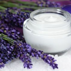 Retinol cream has many uses such as minimizing the appearance of wrinkles. How about making your very own retinol cream? Click here to learn how.