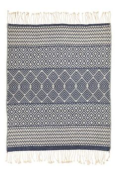 Jacquard-weave blanket: Jacquard-weave blanket in a cotton blend with fringe trims on the short sides.