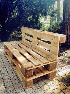 Praktyczna ławka zrobiona z palet