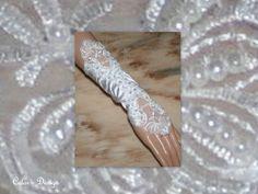 Brautstulpen - EDLE SATIN - SPITZEN - STULPEN - ein Designerstück von Color-Design bei DaWanda