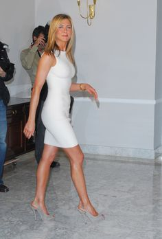 Jennifer Aniston....ugh she just make sme sick.  She is pure perfection!  I want her hair....her body ....her skin hahahaha