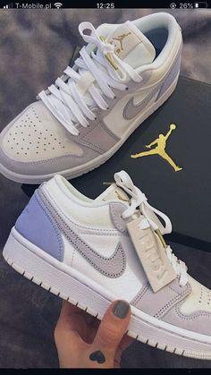 Dr Shoes, Cute Nike Shoes, Swag Shoes, Cute Sneakers, Hype Shoes, Shoes Sneakers, Jordan Sneakers, Pink Shoes, Jordan Shoes Girls