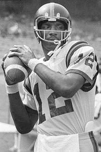 Doug Williams of Grambling State University. College Football Players, Football Gif, Football Photos, School Football, National Football League, Football Helmets, Football Stuff, American Football, Doug Williams