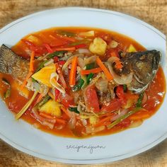 Fish with Sweet and Sour Sauce Escabeche Tilapia Recipes, Fish Recipes, New Recipes, Chicken Recipes, Cooking Recipes, Apple Recipes, Escabeche Recipe, Fish Escabeche, Sweet And Sour Fish Recipe