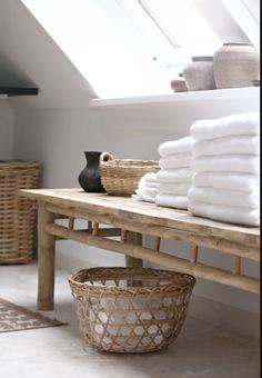 Sfeerimpressie badkamer: natuurlijke materialen zoals hout, bamboe en riet #IKEAcatalogus