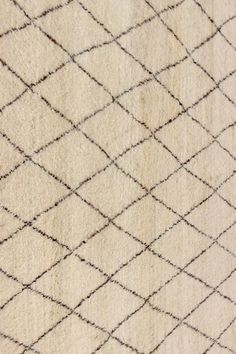 SKU :  TR-037Material : WoolDimension :120 X 180 CM ( 4'x6' )Thickness approx: 15MM Weave : Hand KnottedApprox 55800 Knots per m²