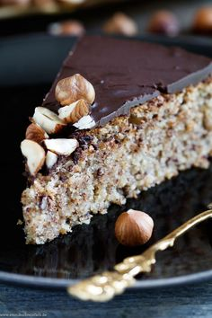 Juicy hazelnut cake without flour - Kuchen Backen - Rezepte - Dessert Easy Cake Recipes, Cookie Recipes, Dessert Recipes, Cook Desserts, Free Recipes, Delicious Desserts, Law Carb, Hazelnut Cake, Food Cakes