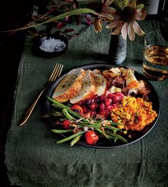 Let the broiler do all the work, and enjoy the reward: crisp-tender green beans with a kiss of smoky char, juicy tomatoes, and a mellow r. Vegetable Side Dishes, Vegetable Recipes, Vegetarian Recipes, Healthy Recipes, Cooking Light Recipes, Cooking Rice, Green Beans And Tomatoes, Side Dish Recipes, Thanksgiving Recipes