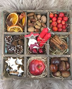 Table decoration with a setting box Weihnachten Graduation Decorations, Christmas Decorations, Christmas Ornaments, Magical Christmas, Christmas Time, Diy Fireplace, Fireplace Decorations, Mediterranean Decor, Decorating Small Spaces