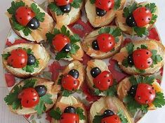 Ladybugs Sandwiches - looks fun!