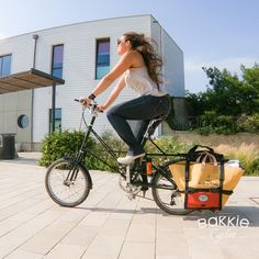 Moulton TSR 9 & sacoches Bakkies pour le sac de plage. cyclechic, bicyclelife, bakkie cycles, #dansmesbakkies Moulton Bikes Motorcycle, Vehicles, Molle Pouches, Beach, Biking, Motorcycles, Motorbikes, Engine, Vehicle