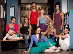 Dance Academy - Zweite Staffel - (v.l.n.r.) Abigail (Dena Kaplan), Ethan (Tim Pocock), Ben (Thomas Lacey), Tara (Xenia Goodwin), Grace (Issi Durant), Kat (Alicia Banit), Christian (Jordan Rodrigues), Sammy (Tom Green) - Foto: (c) ZDF und Mark Rogers