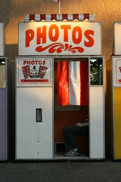 Jordan bought a photobooth. SO jelly. {oh happy day} Robert Doisneau, Vintage Photo Booths, Vintage Photos, Procter And Gamble, Local Dentist, Good Ole, Oral Health, Health Care, The Good Old Days