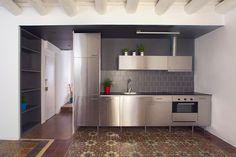 aluminium kitchen with hidraulic tiles
