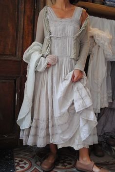 Lovely details...so feminine I love the old fashion of this