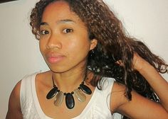 Hand made necklace made with zebu horn from Madagascar ... www.tropicolormg.it