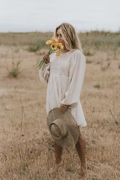 I adore this flowy dress - So romantic & easy to wear! With a big hat & golden jewels, it made for the perfect summer outfit. Portrait Photography Poses, Photography Poses Women, Portrait Poses, Girl Photography, Wedding Photography, Picture Poses, Photo Poses, Photo Shoot, Senior Photo Outfits