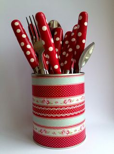 Love this utensil holder. Could do this easy and use to hold anything...!