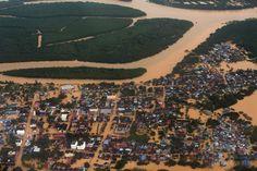 大規模な洪水が発生したマレーシア・クランタン(Kelantan)州の州都コタバル(Kota Bharu)に近いペンカラン・チェパ(Pengkalan…