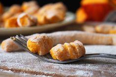 Gnocchis potimarron & patate douce http://chapeaumelon.net/2015/10/16/battlefood-36-gnocchis-oranges-potimarron-patate-douce/