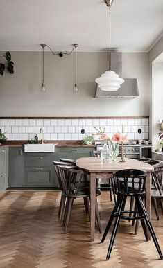 Farmhouse Kitchen Decor Ideas: Great Home Improvement Tips You Should Know! You need to have some knowledge of what to look for and expect from a home improvement job. Kitchen Buffet, Home Decor Kitchen, Interior Design Kitchen, New Kitchen, Home Kitchens, Kitchen Cabinets, Kitchen Island, Kitchen Ideas, Basic Kitchen