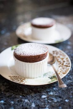 Might be a bit fussy to make 20+ Nutella souffles, but they can be done ahead of time... so maybe it'd be possible, if I had enough ramekins! :)
