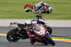 Yamaha MotoGP world champion rider Jorge Lorenzo (back) falls behind Paul Bird's James Ellison of Britain during the Valencia MotoGP Grand Prix at the Ricardo Tormo racetrack in Cheste, near Valencia November 11, 2012.  REUTERS-Heino Kalis