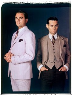 Leonardo DiCaprio as Jay Gatsby and Tobey Maguire as Nick Carraway in clothing by Brooks Brothers. Nick/Gatsby Ship it! The Great Gatsby, Great Gatsby Fashion, Great Gatsby Party, Great Gatsby Men Outfit, 1920s Party, Gatsby Wedding, Party Wedding, Wedding Ideas, O Grande Gatsby