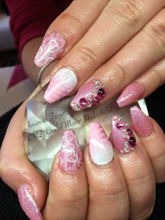 What a wonderful romantic look from Amanda Trivett, using #CND Shellac blush teddy & nectar glaze additive, stamping, Swarovski crystals & #lecente tickle me pink #glitter.