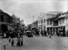 Kembang Jepun 1920 Old Pictures, Old Photos, Dutch East Indies, Surabaya, Past, Transportation, Street View, History, Antique Photos