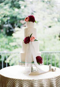 Simple elegant weffing cake with fresh fowers and lace. Beautiful Wedding Cakes, Gorgeous Cakes, Pretty Cakes, Red Wedding, Fall Wedding, Wedding Blush, French Wedding, Fondant, Take The Cake