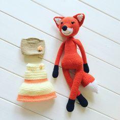 Вязаная лиса любит одеваться по моде и менять сумочки в соответствии с гардеробом. Свяжите лису крючком и придумайте свои оригинальные аксессуары для этой красавицы.