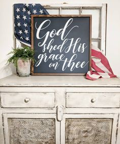 of July entry table decoration - Lindsay Merrell-Raymond of July entry table decor of July entry table decoration Fourth Of July Decor, 4th Of July Celebration, 4th Of July Decorations, 4th Of July Party, July 4th, Fourth Of July Quotes, Patriotic Party, Patriotic Crafts, July Crafts