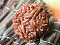 Pralines - Album photos - Pralinettes Album Photos, Biscuits, Almond, Food, Gummi Candy, Chocolates, Sweet Treats, Crack Crackers, Cookies