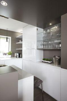 Armoires de cuisine moderne en merisier laqué deux teintes Simard cuisine et salle de bains