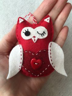 Felt Owl Ornament / Gift Tag / Note Holder - Valentine Owl with Heart by TheDelightfulBee on Etsy https://www.etsy.com/listing/263017668/felt-owl-ornament-gift-tag-note-holder