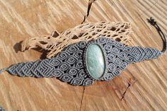 Handgemachte Makramee-Edelstein-Armband mit von ARTEAMANOetsy                                                                                                                                                      Mehr