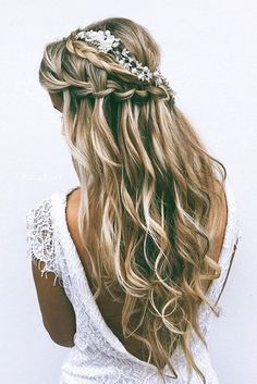 We go crazy over chic wedding hairstyles for long hair especially half up half down hairstyles. Half up half down hairstyles are type of styles that are suitable for almost any bridal style: modern classic boho chic beach vintage and so on. A half look is Half Up Wedding Hair, Wedding Hairstyles Half Up Half Down, Long Hair Wedding Styles, Wedding Hair Flowers, Wedding Hair And Makeup, Long Hair Styles, Trendy Wedding, Wedding Updo, Greek Wedding