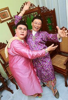 Make 'em laugh: Aaron Loo (left) and Simon Tan love to reprise their roles as a pair of Peranakan sisters. - IZZRAFIQ ALIAS/The Star Comedy Duos, Make Em Laugh, Sisters, Sari, Entertaining, Culture, How To Make, Travel, Fashion