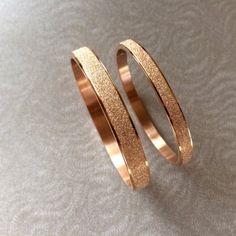 5 Stunning Wedding Ring Trends in 2020 Stacked Wedding Rings, Wedding Rings For Women, Gravure Metal, Gold Bracelet For Women, Titanium Jewelry, Gold Bangles Design, Wedding Ring Designs, 18k Rose Gold, Wedding Bracelet