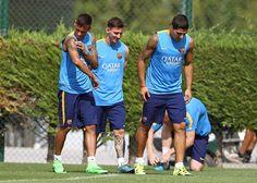 Neymar treina ao lado de Suárez e Messi e está pronto para voltar ao time #globoesporte