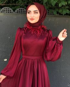 Image may contain: one or more people and people standing Tesettür Mayo Şort Modelleri 2020 Hijab Evening Dress, Hijab Dress Party, Hijab Style Dress, Casual Dress Outfits, Modest Fashion Hijab, Muslim Fashion, Fashion Dresses, Beautiful Dress Designs, Most Beautiful Dresses