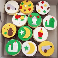 Break your fast with these Ramadan themed cupcakes Themed Cupcakes, Fun Cupcakes, Ramadan, Delicious Food, Sugar, Cookies, Desserts, Cool Cupcakes, Biscuits